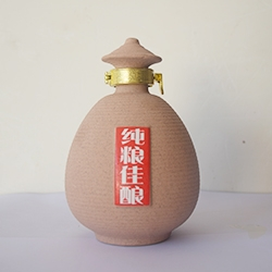纯粮陶酒瓶